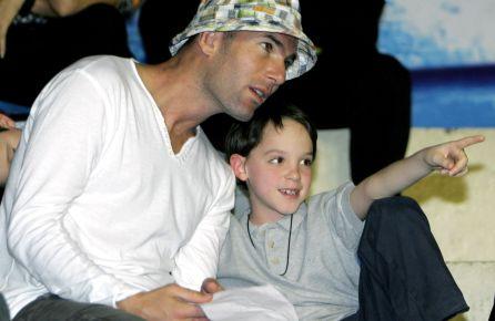 Zinedine, con su hijo Luca en 2007.