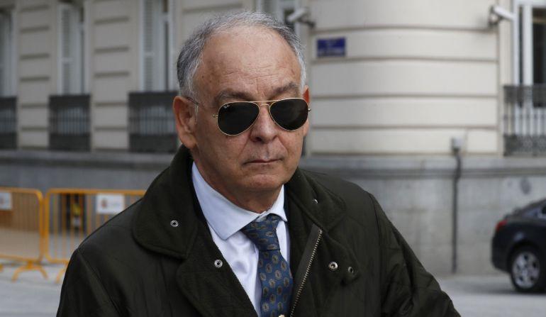 El ex número dos de la Policía Eugenio Pino, a su salida de la Audiencia Nacional, donde prestó declaración ante juez José de la Mata