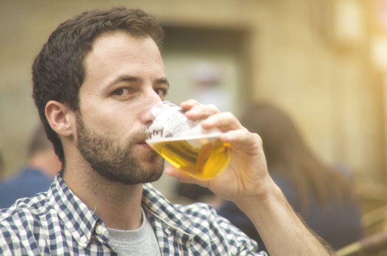 El buen tiempo ha favorecido el consumo de vermut y cerveza en las terrazas.
