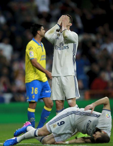 Cristiano Ronaldo se lamenta de una ocasión.