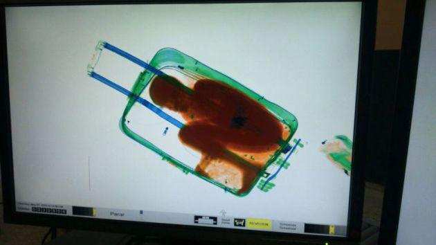 La imagen que la Guardia Civil de Ceuta vio en el escáner de la aduana ceutí.