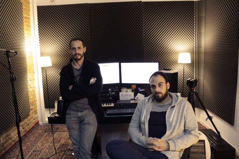 El periodisa Álvaro de Cózar y el diseñador de sonido Yago Mendívil.
