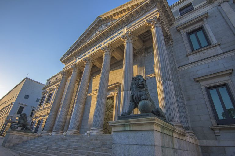 Las curiosidades que esconden las webs de transparencia de los parlamentos españoles