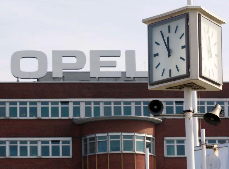 El constructor francés desembolsa 2.200 millones por Opel y su banco