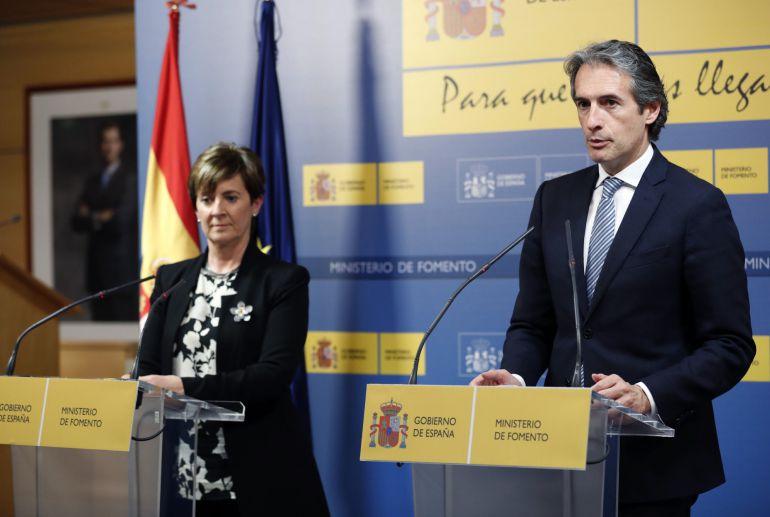 El ministro de Fomento, Íñigo de la Serna, durante una rueda de prensa