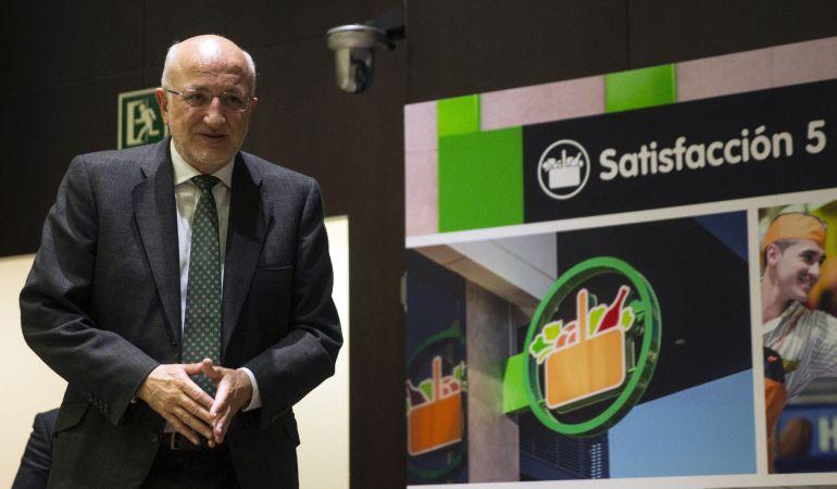 El presidente de Mercadona, Juan Roig, a su llegada a la presentación de los resultados de la compañía de 2016 y las previsiones para el presente año.