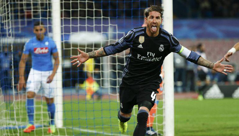 Sergio Ramos celebra uno de sus goles al Nápoles.