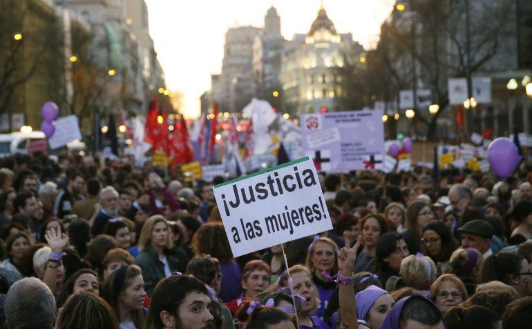 FOTOGALERÍA | Las mejores imágenes de las marchas por la igualdad de las mujeres en toda España