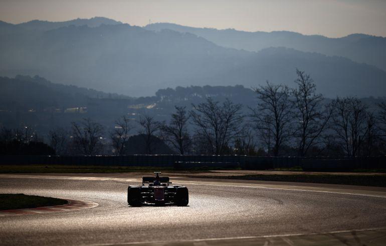 Fernando Alonso rueda en Montmeló