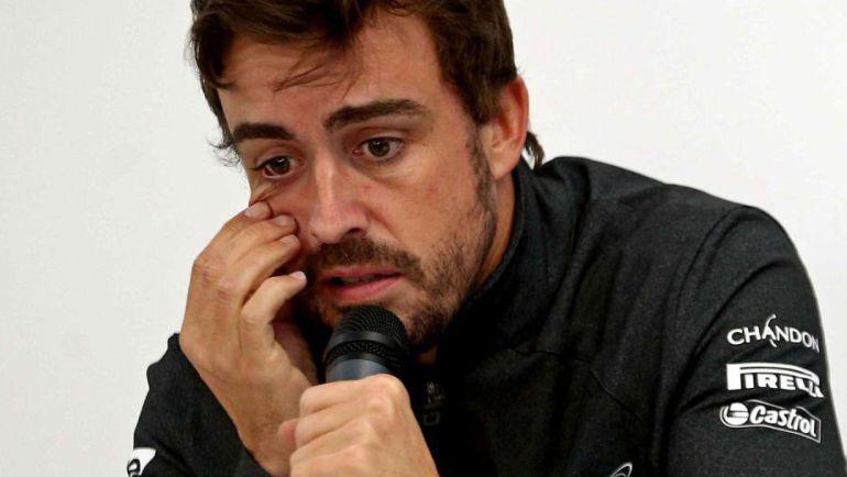 El McLaren de Alonso provoca dos banderas rojas y Twitter echa humo