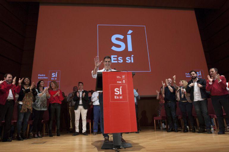 Pedro Sánchez ha llenado de militantes el aforo del Palacio de Congresos de Cádiz, con capacidad para acoger a 900 personas.