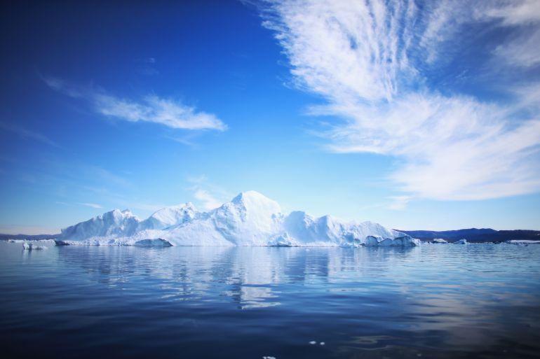 """Jamal Qureshi de la empresa noruega sostiene que extraen """"cuidadosamente"""" los iceberg """"que han estado allí conservados desde hace 4.000 años""""."""