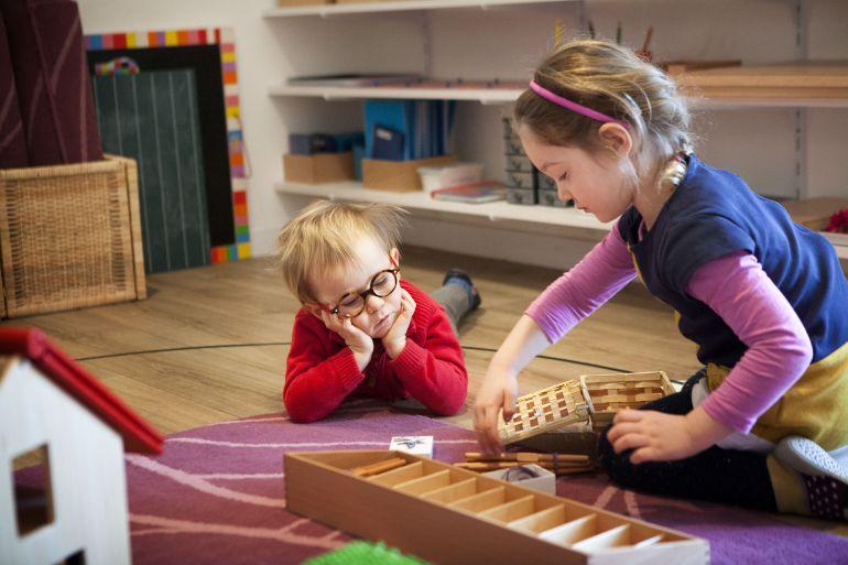 La mezcla de edades en el aula es una de las características de este método.