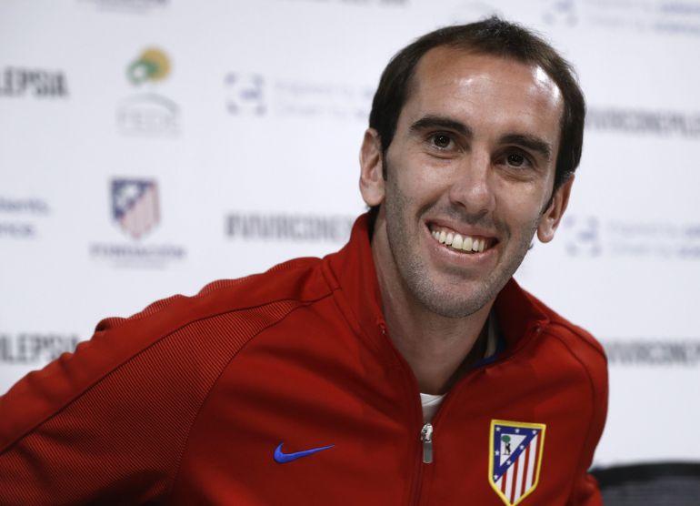Diego Godín, este viernes, en la ciudad deportiva tras presentar la campaña 'Conocer la epilepsia nos hace nos hace iguales'.