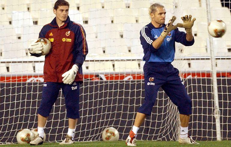 Cañizares y Casillas, durante un entrenamiento con la seleccion española en 2003
