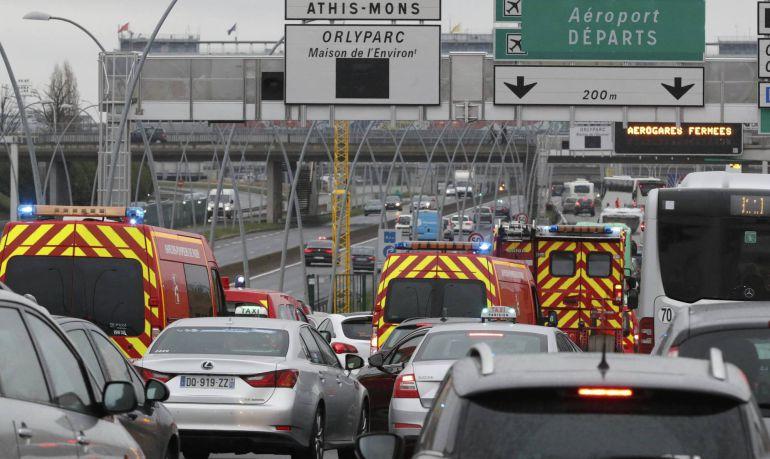Evacuado el aeropuerto de Orly tras registrarse un tiroteo