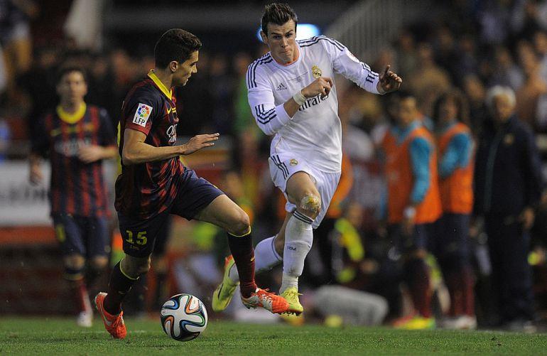 Bartra y Bale, en la final de Copa de 2014.