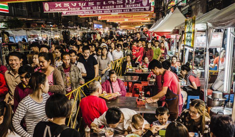La comida callejera tiene las horas contadas en Tailandia.