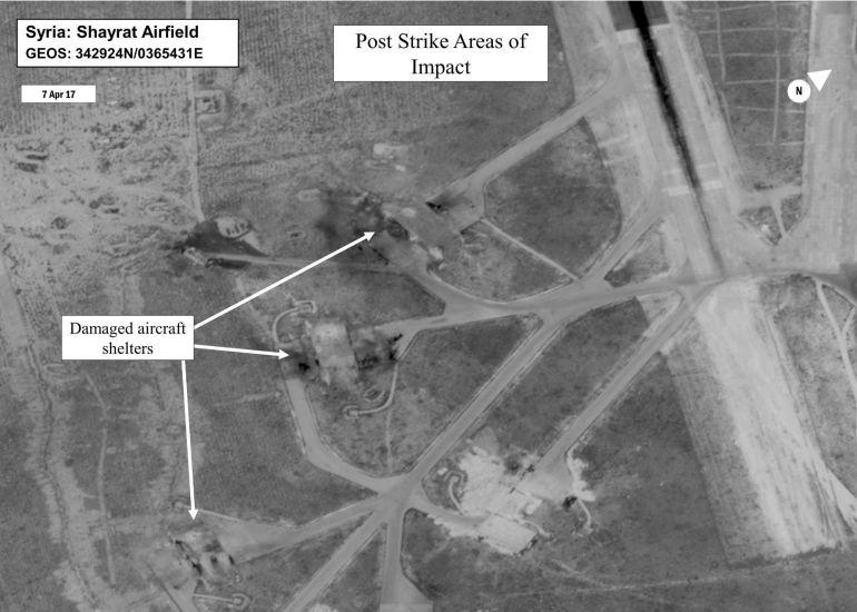 Fotografía facilitada por la Oficina de la Secretaría de Defensa (OSD) que muestra una evaluación de los daños tras el bombardeo estadounidenses en el campo de aviación de Shayrat