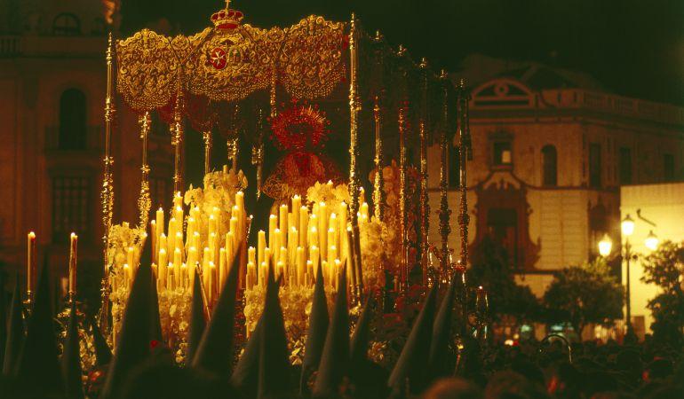 Las clásicas procesiones de Semana Santa.