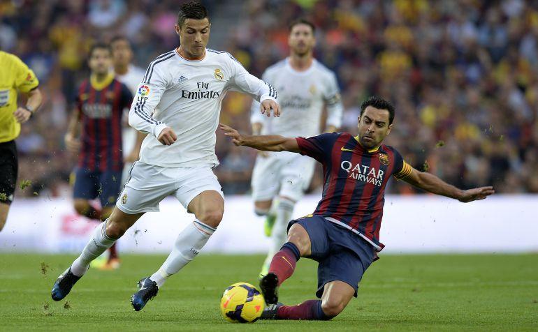 Xavi y Cristiano, en un Clásico de la Liga