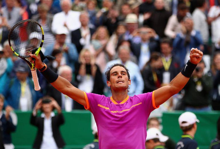 Rafael Nadal celebra la victoria en el estreno en Masters 1000 Montecarlo ante el británico Kyle Edmund.