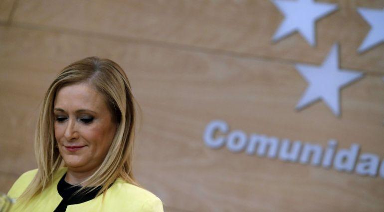 La presidenta de la Comunidad de Madrid, Cristina Cifuentes, en declaraciones a los periodistas