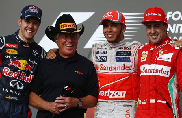 Mario Andretti, con Vettel, Hamilton y Alonso en el GP de Estados Unidos de 2012.