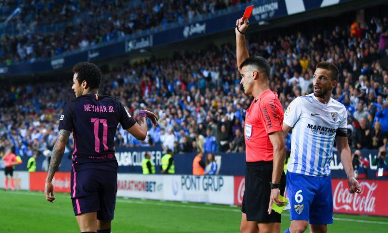 La roja para Neymar en el partido ante el Málaga.