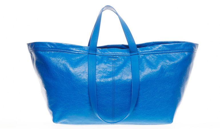El nuevo bolso recuerda a la clásica bolsa de Ikea.