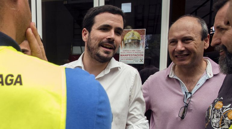 El coordinador Federal de IU, Alberto Garzón (c), durante una visita a Málaga.