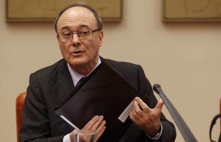El gobernador del Banco de España, Luis María Linde, durante su comparecencia en el Congreso