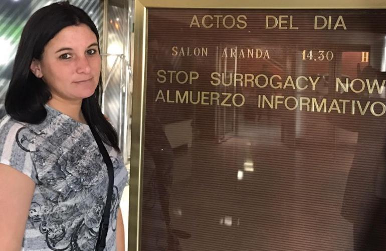 La estadounidense Kelly Martínez fue madre subrogada en tres ocasiones a cambio de dinero