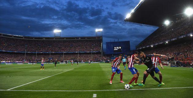 Benzema se deshace de Savic, Godín y Giménez en la jugada que terminó en el gol de Isco