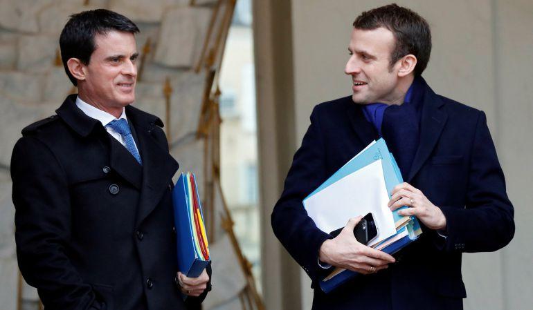 Manuel Valls (L) y Emmanuel Macron (R) durante un encuentro el año pasado