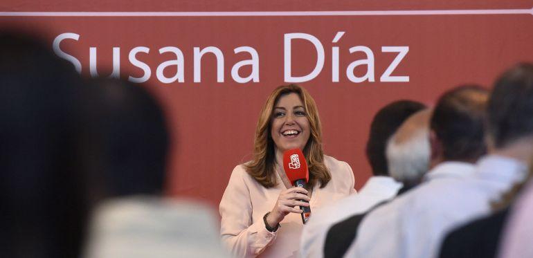 La presidenta andaluza y candidata a las primarias del PSOE, Susana Díaz, participa en una comida-mitin con militantes en Tierz (Huesca).