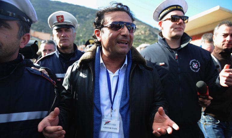 El capitán del barco Costa Concordia Francesco Schettino habla con la prensa