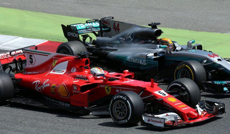Hamilton y Vettel luchan por la posición