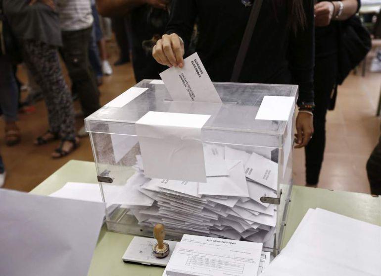 La Fiscalía se querellará contra la consellera de Gobernación por la compra de urnas