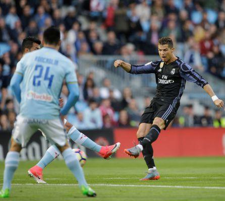 Cristiano arma el disparo para el primer gol al Celta.