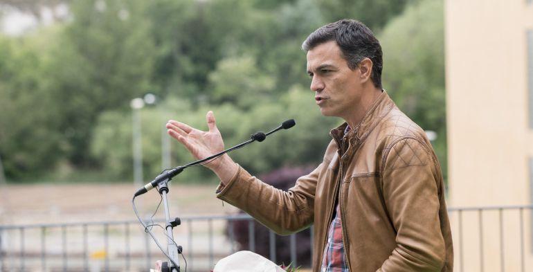 El candidato a la secretaría general del PSOE, Pedro Sánchez, durante su intervención en un acto de campaña con militantes del partido en Teruel.