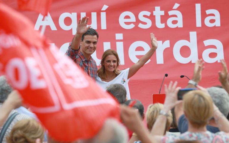 l candidato a la secretaría general del PSOE, Pedro Sánchez, apoyado por Susana Sumelzo, participa en un acto de campaña con militantes del partido en Zaragoza