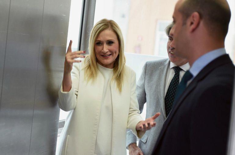 La presidenta de la Comunidad de Madrid, Cristina Cifuentes, a su llegada a la firma del Pacto Regional por la Cañada Real Galiana