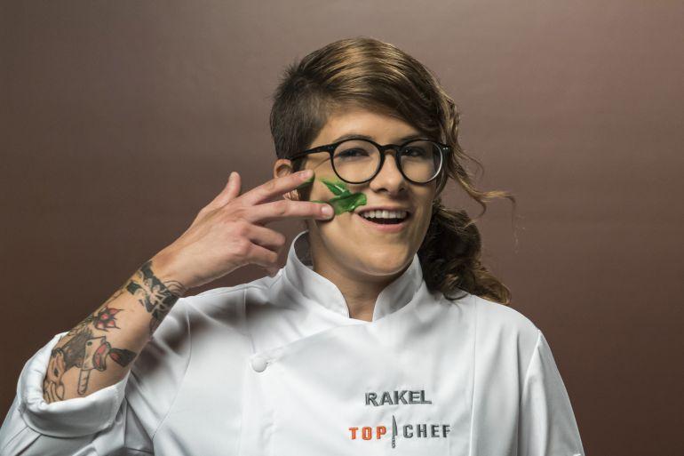 Top Chef es un 'talent show' de cocina producido por Boomerang para Antena 3 y la valenciana Rakel Cernicharo, de 32 años, sucede a los tres vencedores anteriores: Begoña Rodrigo (2013), David García (2014) y Marcel Ress (2015).