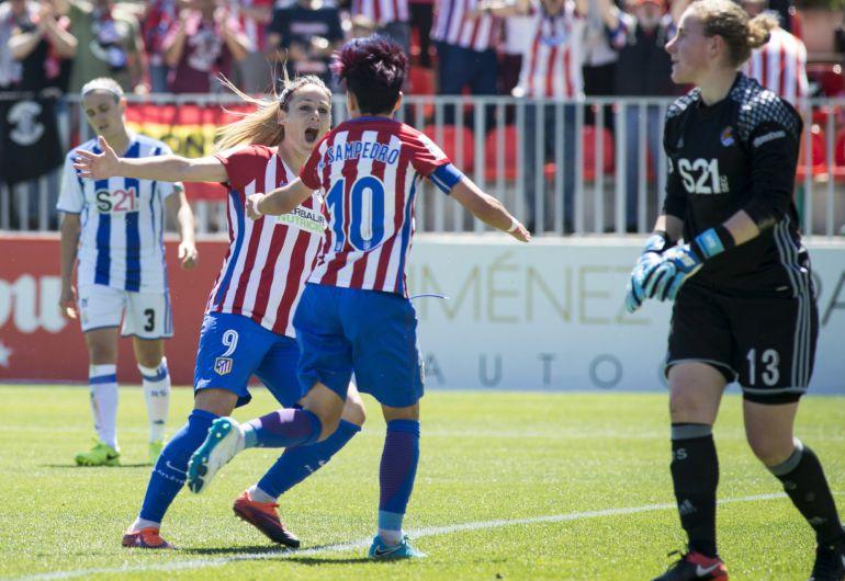 Amanda Sampedro celebra el segundo gol de su equipo ante la Real Sociedad