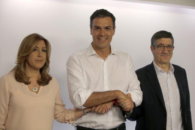 FOTOGALERÍA | Los candidatos a la secretaría del PSOE, (i-d) Susana Diaz, Pedro Sánchez y Patxi López, posan para los medios gráficos tras conocer los resultados