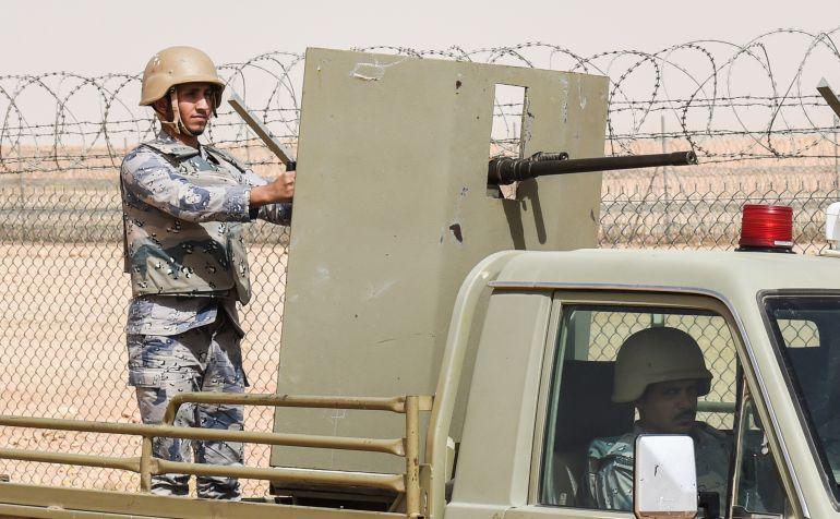 Un soldado saudí en la frontera con Irak