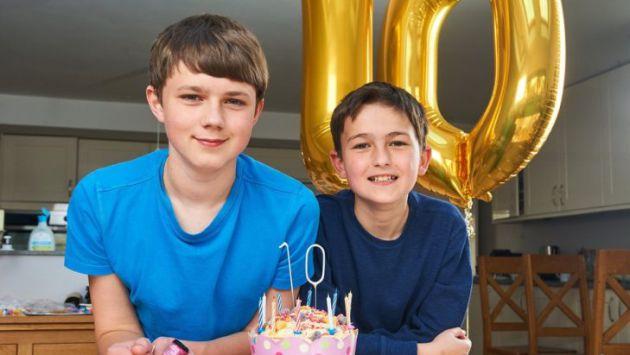 Harry y Charlie celebrando el décimo aniversario.