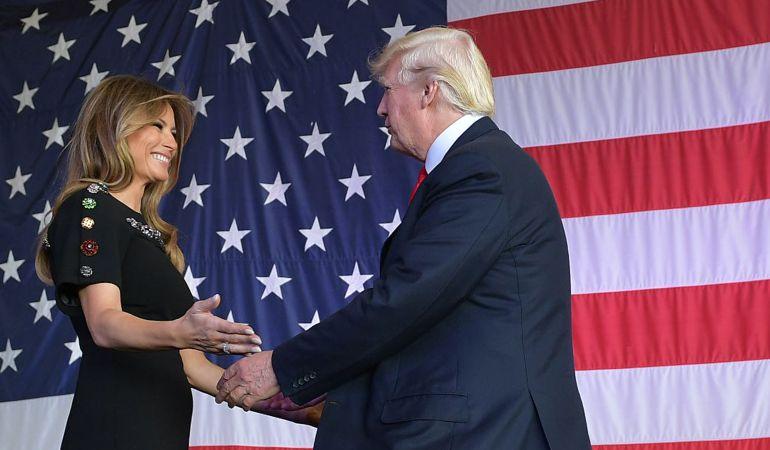 El presidente de los Estados Unidos junto a su mujer, Melania Trump.