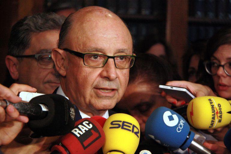 El ministro de Hacienda, Cristóbal Montoro, en declaraciones en Barcelona